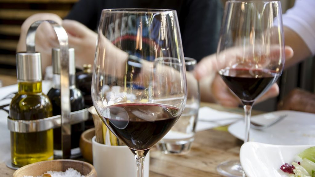 Controls Blood Sugar - benefits of red wine - WBO-compressed