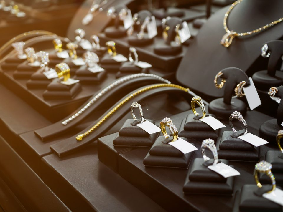 Guide To Choosing The Best Pieces From A Jewellery Store