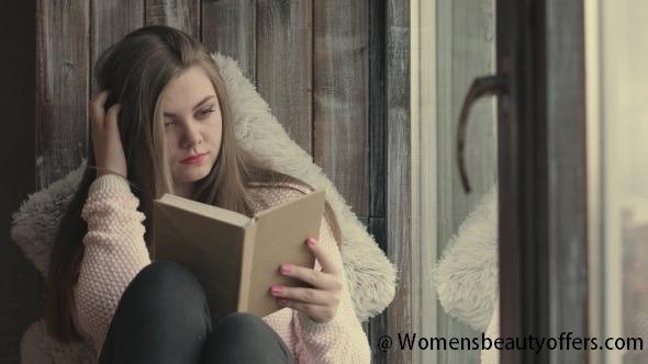 Womens Reading a Book - WBO