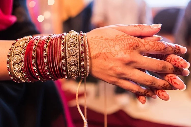 7 Reasons for Women to Wear a Bangles | Why Women Wear Bangles