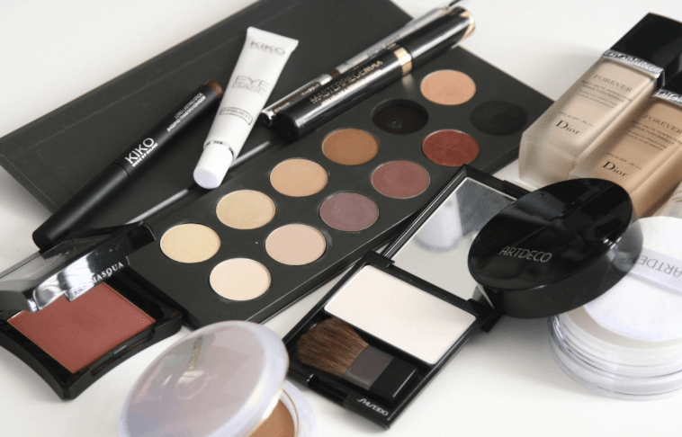 Here's Why Sharing Makeup Is Grosser Than You Feel and More Dangerous Than You Think!