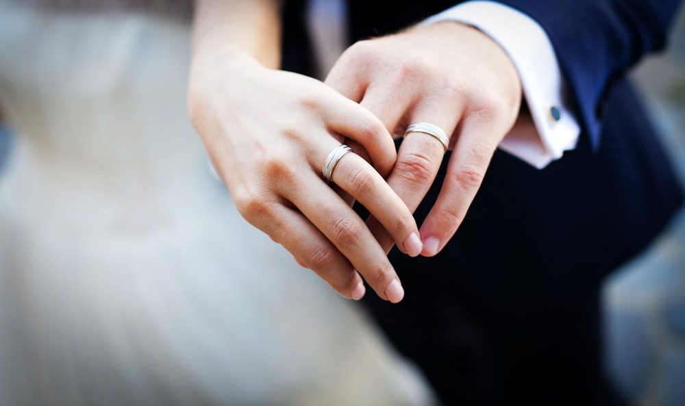 5 Factors To Consider While Buying Engagement Rings