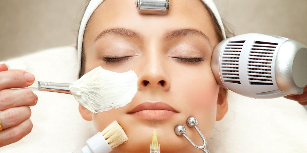 How To Choose Dermatology Products For Sensitive Skin: By Skincare Experts